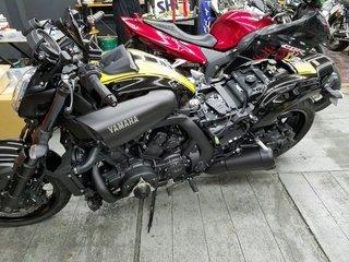 Yamaha V-MAX CR-1施工中