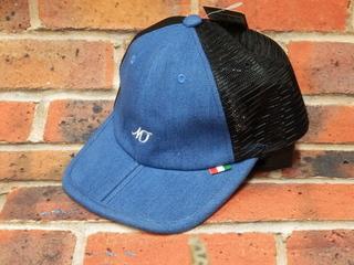 じわじわと人気です。ツバが折れる帽子