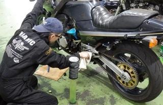 カスタムGPZ900R『オイル・オイルフィルター交換』は大変!? スタッフバイクの整備