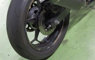 ブリヂストン RS10 『NINJA250』 スタッフ使ってます。