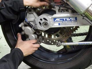 カスタムGPZ900R『ブレーキフルード交換も一筋縄では・・・』スタッフバイクの整備