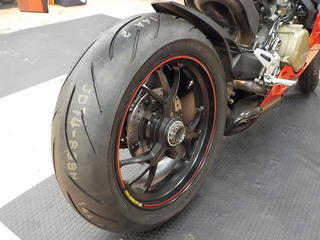 DUCATI 1299Panigale BRIDGESTONE S21 タイヤ交換