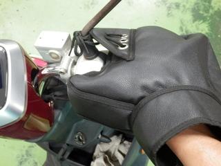 「ハンドルカバーの取り付け方」練馬店スタッフバイク実例