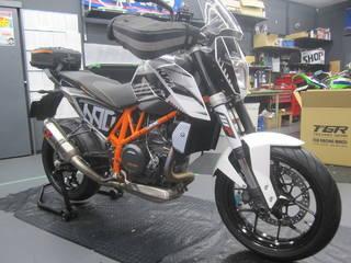 KTM【690DUKE タイヤ交換】ダンロップ ロードスマート2