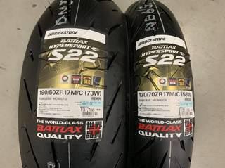 ブリヂストン新タイヤ S22 お取り付け依頼をいただきました!!!