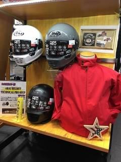 ヘルメットコーナーに新色が続々入荷!!