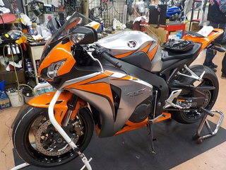HONDA CBR1000RR ブリヂストン S21 タイヤ交換