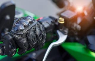 バイクの防寒対策は手先から!冬におすすめのバイクグローブ7選!