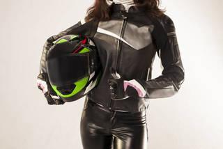 バイク女子必見!女性ライダーにおすすめのツーリングファッションとは