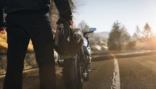 バイクに乗っていて頭痛がすると感じたら……