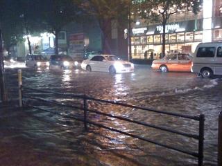 ゲリラ豪雨が多発する夏!ライダーが取るべき対策とは?
