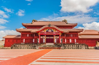 寒い冬は暖かい沖縄へ!魅力的な観光スポットをご紹介
